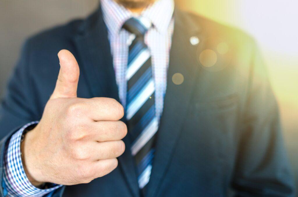 immagine-uomo-giacca-e-cravatta-finanza-privata